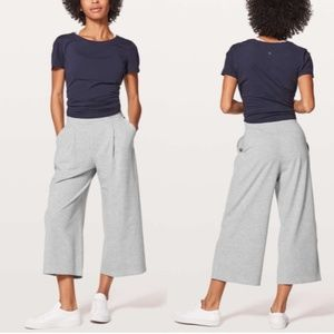"""Lululemon Can You Feel The Pleat Crop 21"""" Size 10"""